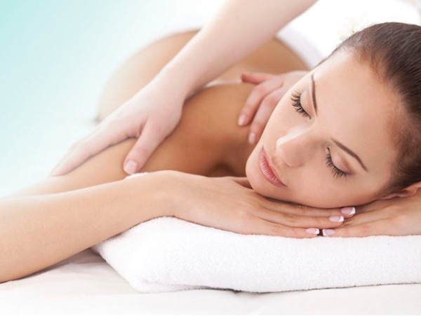 Masaje de 45 minutos a elegir + envoltura + tratamiento facial iluminador