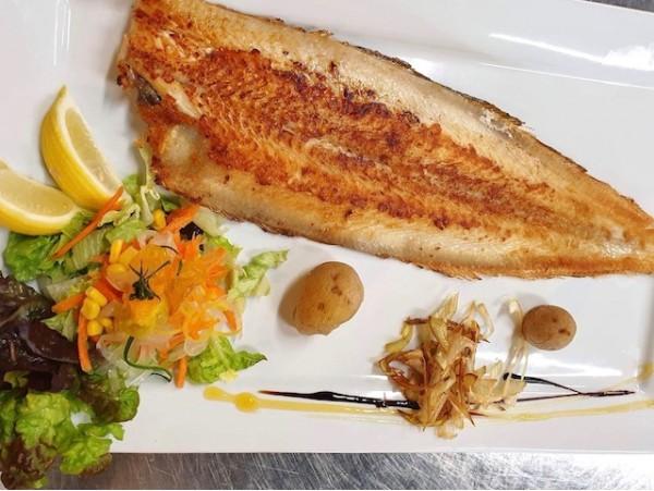 Menú de pescado fresco para 2 personas frente al mar