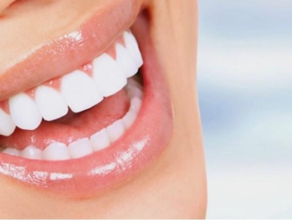 Limpieza dental GRATIS con valoración y estudio 3D en Clínicas Dentales Caser