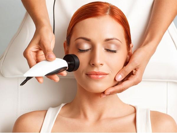 Radiofrecuencia facial + microdermoabrasión + masaje facial relajante + depilación de cejas