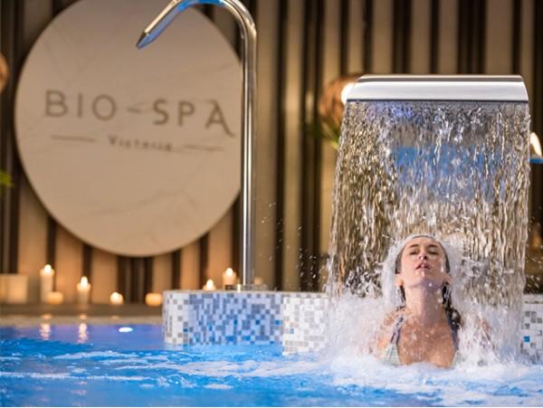 Masaje en cabina privada con bañera de hisdromasaje + circuito spa para 2 personas
