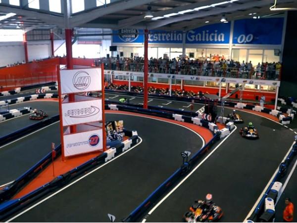 Pilota un kart de competición en Indoor Tenerife