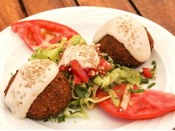 Menú degustación libanés para 2 personas con 7 platos, postre y bebidas