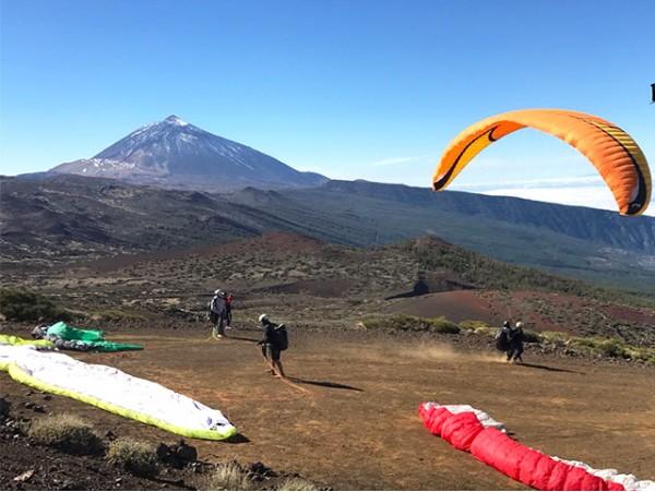 Ruta exclusiva de trekking por el Teide + bajada en teleférico + almuerzo picnic + vuelo en parapente