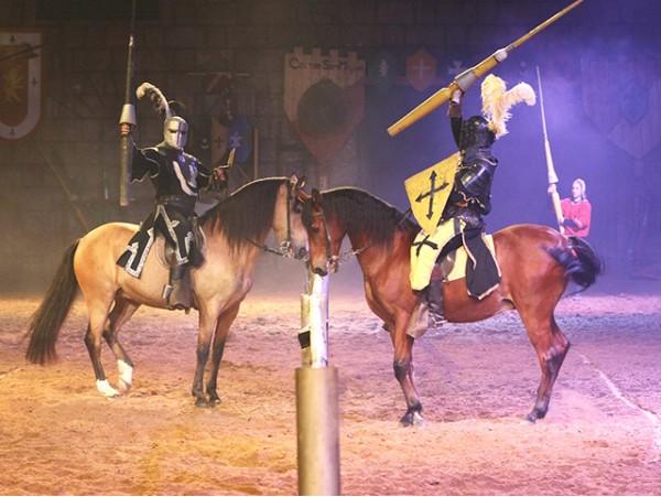 Cena Medieval con doble espectáculo para 2 personas en el Castillo San Miguel