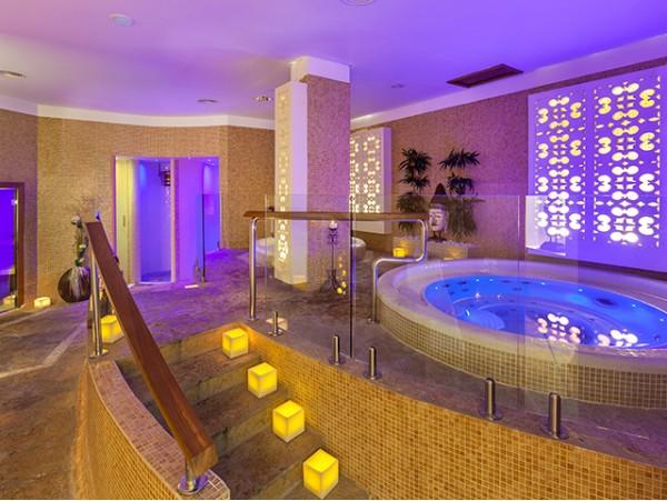 Spa privado para 2 personas + masaje en pareja + cava + bombones