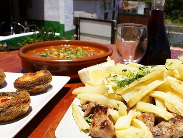 Menú canario para 2 personas con 4 platos a elegir + postres + vino en La Esperanza