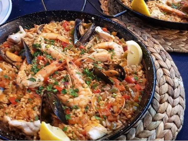 Delicioso menú frente al mar para 2 personas con paella de pescado y marisco fresco