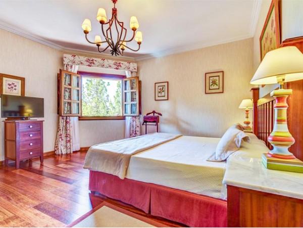 """Estancia en Suite con Hidromasaje para 2 adultos en Media Pensión + Spa ilimitado + decoración especial """"Noche romántica"""""""
