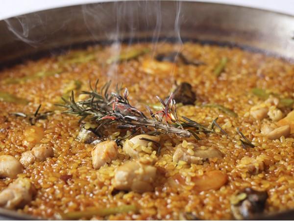 Menú de arroz para 2 con entrantes, postre y bebidas