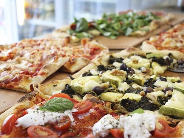 La Calabrese: Porción de pizza + bebida
