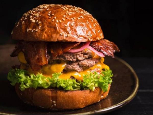 Menú para 2 de hamburguesas Angus con postre y bebidas