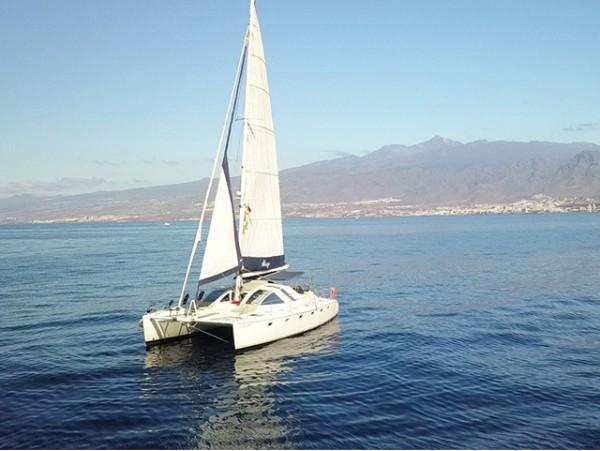 Excursión en Catamarán chill out 'Abrazo'