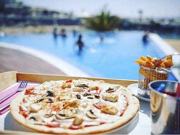 DayPass para 2 con cama balinesa y menú en Kaluna Beach Club