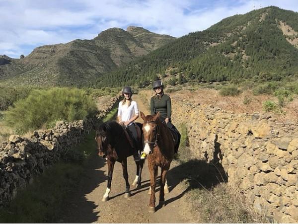 Paseo a caballo en la Reserva Natural del Chinyero