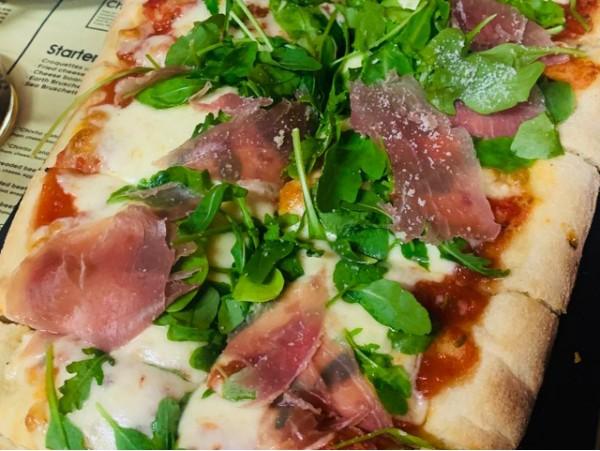 Menú para 2 con medio metro de pizza y bebidas