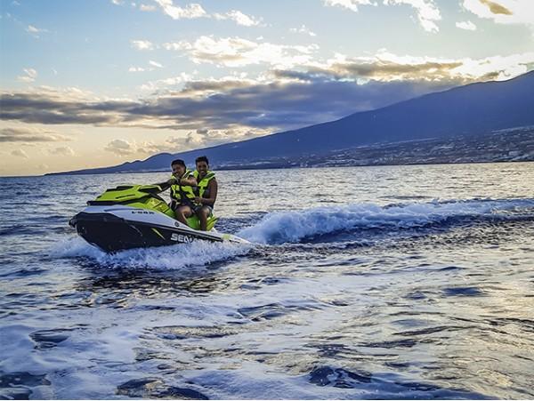 Moto de agua para 2 en Radazul + 1 hora de Paddle Surf