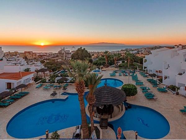 2 noches para 6 en APARTAMENTO con terraza vista mar o piscina + late check out