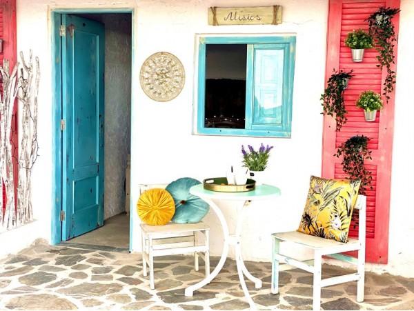 Estancia para 2 en cabaña Casita Canaria con jacuzzi + desayuno + vino y cesta de fruta