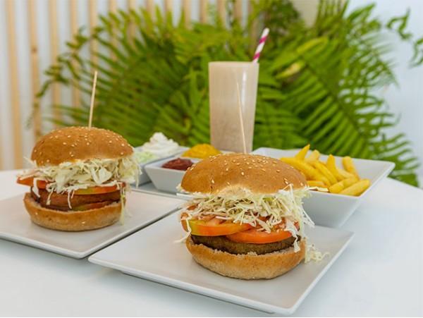 Menú vegano para 2 con hamburguesas en Santa Cruz
