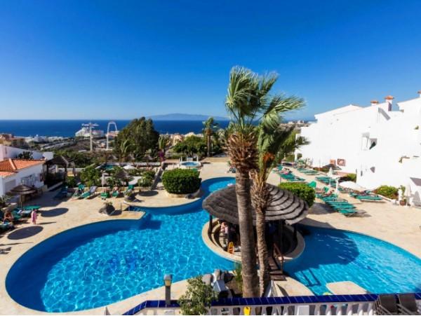 2 noches para 4 en APARTAMENTO con terraza vista mar o piscina + late check out