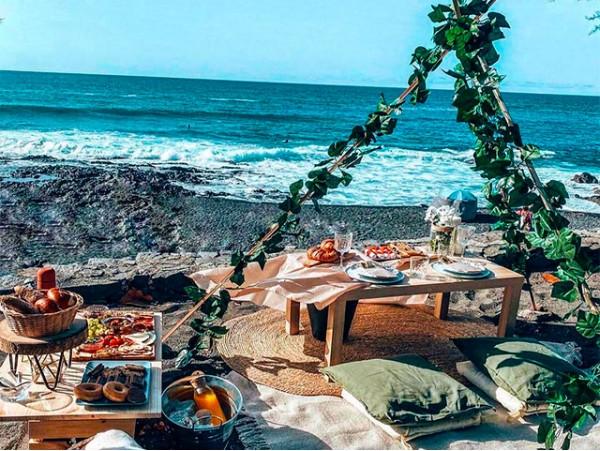 Menú picnic para 2 + set up al aire libre con un escenario único