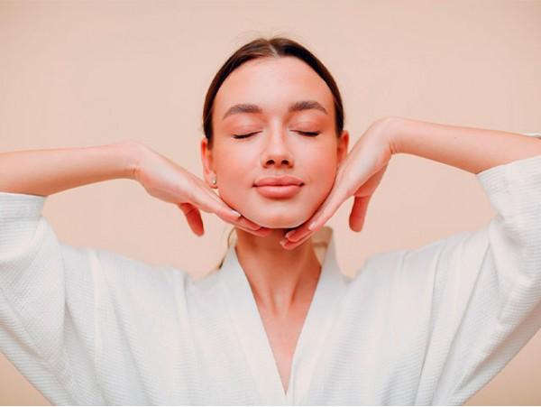 Sesión de yoga facial +  tratamiento facial antienvejecimiento