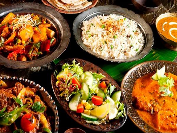 Menú de la India para 2 con 6 platos + postres + bebidas