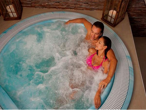 Jacuzzi privado para 2 con masaje en pareja + cava