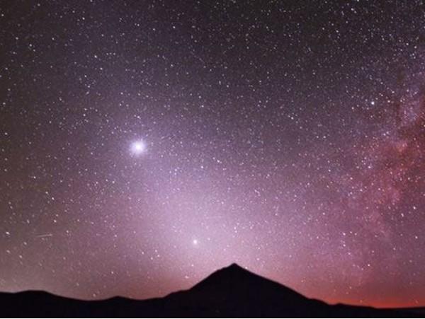 Observación astronómica con telescopio en El Teide