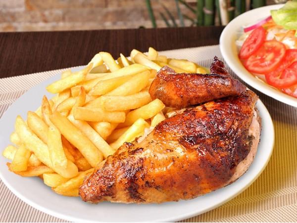 Menú para 2 personas de pollo a la brasa con papas fritas