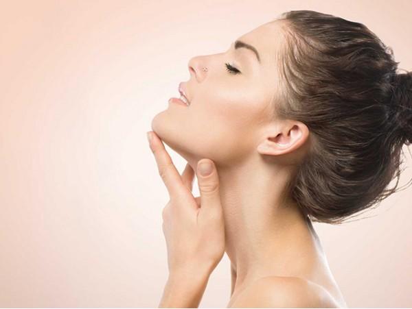 Limpieza facial con peeling ultrasónico y productos Thalgo