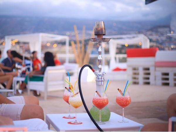Pool Evening Pass con cama balinesa + cócteles + picoteo para 2 personas