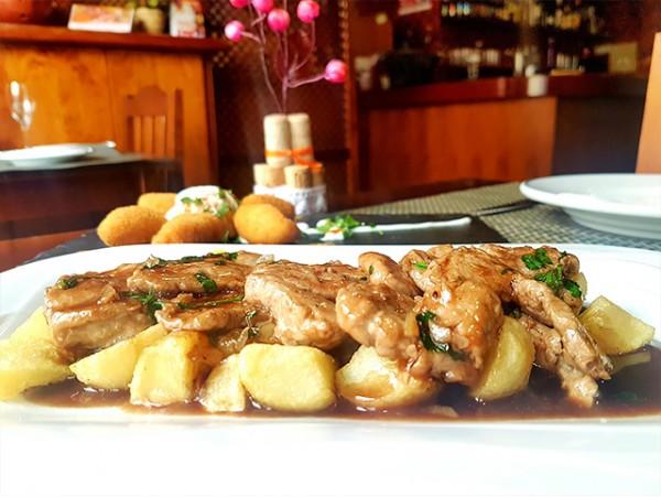 Completo menú para 2 personas en Restaurante Algarrobo